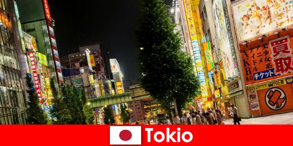 Moderne bygninger og gamle templer gør Tokyo uforglemmelig for udlændinge turen