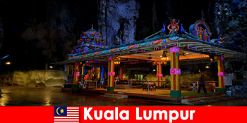 Kuala Lumpur Malaysia lader rejsende få dyb indsigt i de gamle kalksten huler
