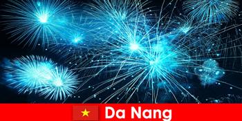 Da Nang Vietnam turister oplever betagende firehows til middag