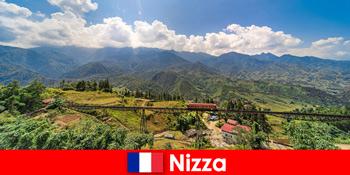 Med tog gennem landsbyer og bjerge i baglandet i Nice Frankrig