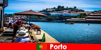 Destination for korte pauser til de store fiskerestauranter i havnen i Porto Portugal