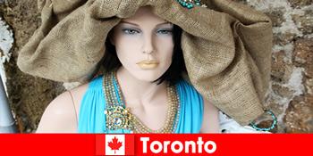 Besøgende vil finde alle mulige finurlige butikker i det kosmopolitiske centrum af Toronto Canada