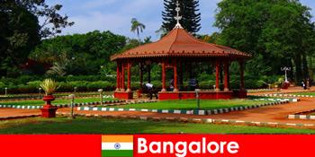 Turister fra udlandet kan forvente vidunderlige bådture og store haver i Bangalore Indien