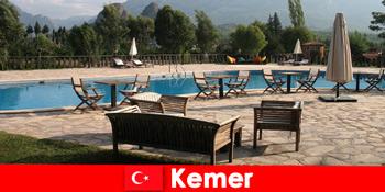 Billige flybilletter, hoteller og huslejer til Kemer Tyrkiet for sommerferiegæster med familie